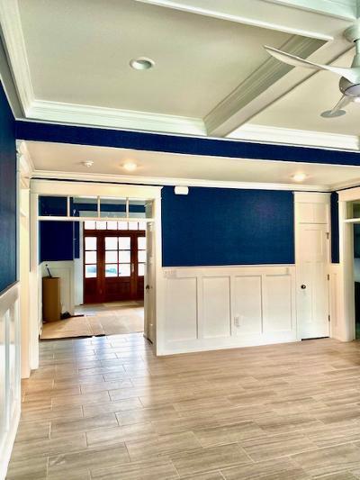 ceiling.wainscote