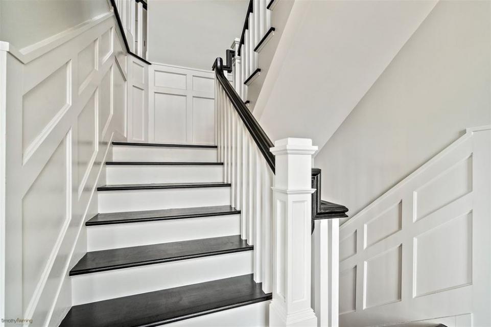 wainscote.railing